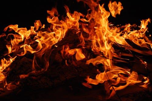 vatra je jedna od 5 feng shui elemenata, kreira potencijal uspjeha i slave