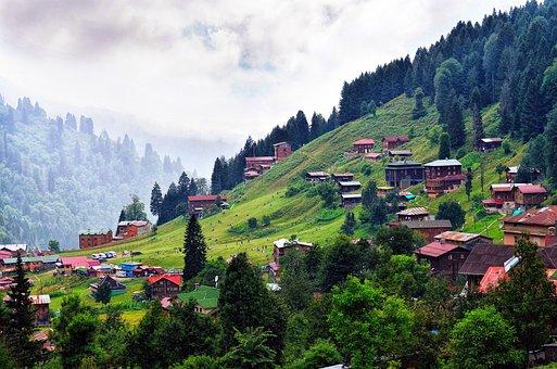 Čitavo selo ima Feng Shui Kornjaču, brdo kao zaštitu iza sebe.